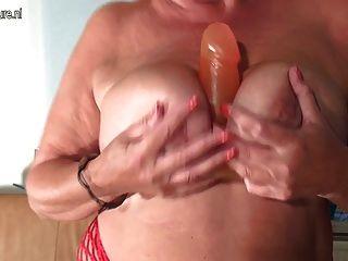 heiß und sexy alte Mutter saugen harten Schwanz