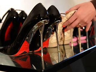 präsentiert meine High Heels: schmutzige Schuhe innen: jugendlich Mädchen