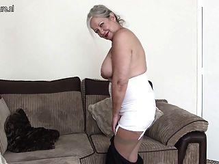 hervorragende Oma mit erstaunlichen Körper