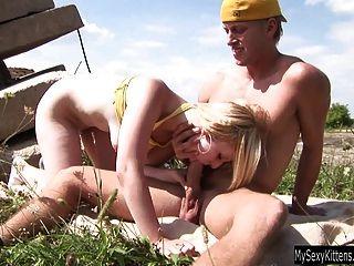 blonde Cutie cindy bekommt Arsch gefickt