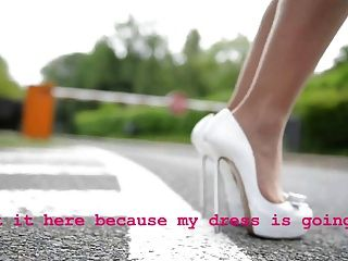 Teenager Springseil High Heels ohne Höschen (Upskirt)