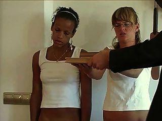 Strafe von zwei Mädchen