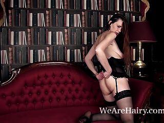 mystique masturbiert nach einem erotischen Striptease