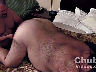 Daddies großen runden haarigen Bauch