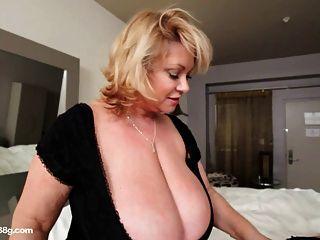bbw Puma Dildos sexy plump busty Babe im Hotelzimmer