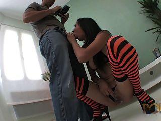 elle suce et se fait baiser par le photographe