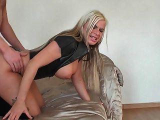 blonde Latex guten Fick und Sperma in den Arsch