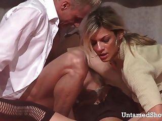 zwei heiße Stripper einen großen Schwanz ficken