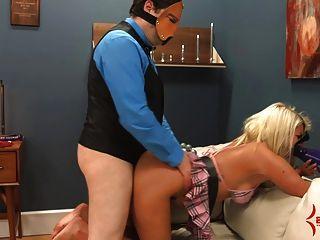gedemütigt Cheerleader Layla Preis wird hart anal und atm