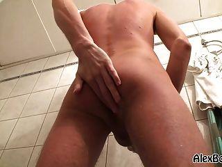 dawid Duschen und Wichsen auf eine Waschmaschine