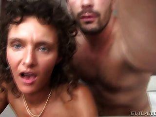 wunderschöne Schlampe ihr Mann in einem Hotel Betrug