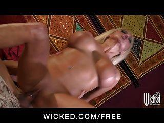 wicked - hot blonde Geliebte nikita von james wird gefickt