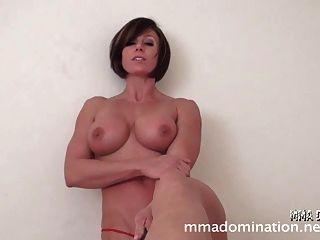Muskel sexy Mädchen vs Guy-footfetish humillation