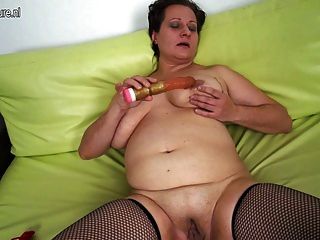 Amateur reifen Mutter mit großen schlaffe Titten
