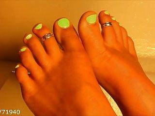 Füße Zehen und Fußsohlen auf einem Tisch