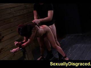 gebunden ava Kelly bittet um tiefer Oralsex und harte fucking