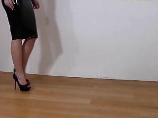 schwarzem Latex, Fersen und Beine Teil 2