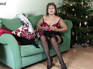 Oma in sexy Dessous hungrig nach Fick