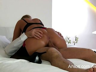 reife Frau bekommt ihre großen Brüste anspritzen