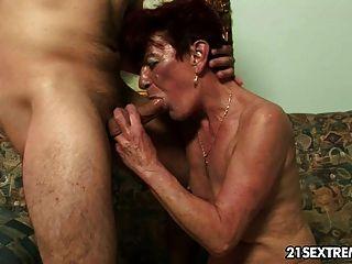 alte Oma angela schlug hart von kleinen Jungen