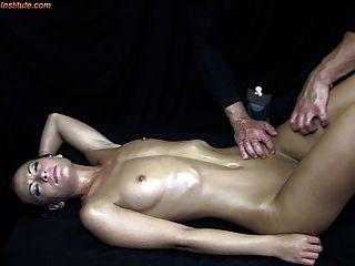 Jugendliche durch erotische Massage verführt