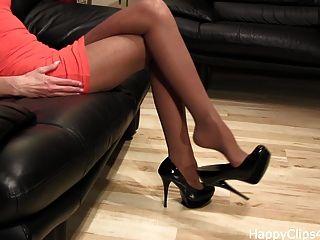 erstaunliche schwarze High Heels baumelnden