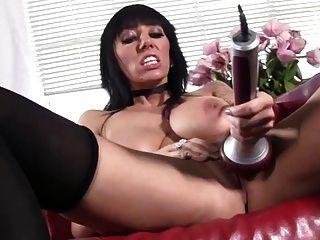 Hausfrau nutzt Sex-Spielzeug