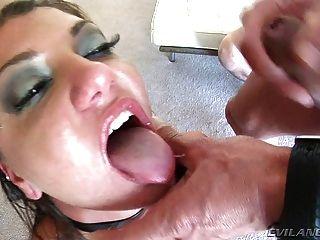 Cassandra ist Gesicht gefickt und Verglasung von hot cum