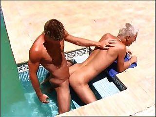 hing Twink justin mit dawyd anal fuck im Pool Tauchen