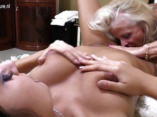 hot alte und junge lesbische Paar get down