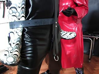 Sperma auf meinen gelben Stiefel Latex Sklave Teil 1 von 4