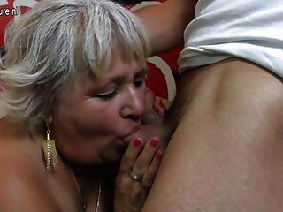 haarige Oma saugen und ihr Arsch ficken