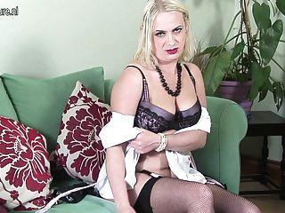 Amateur britische Mutter immer nackt und frech