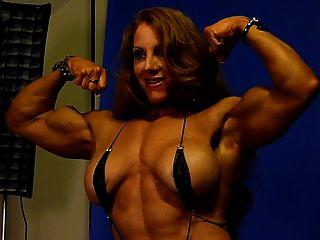 sexy Muskel Göttin 1 im Studio