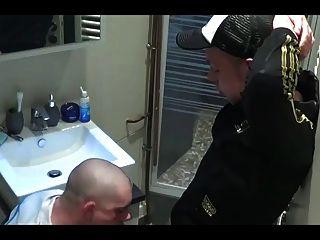 baisons dans la salle de bain