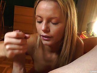 Amateur zeigt ihre Blowjob Fähigkeiten ab