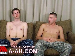 Armee Eindringling fickt Marine Stud