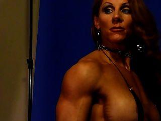 sexy Muskel Göttin 2 im Studio