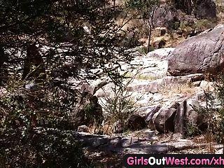 Mädchen Westen aus - lesbisch australisches Tramper geleckt draußen