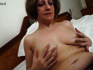 Amateur 55yo Mutter und ihre alte feuchte Muschi