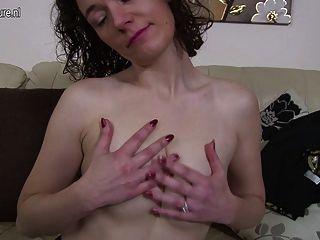 British Amateur Mutter mit feuchte Muschi spielen