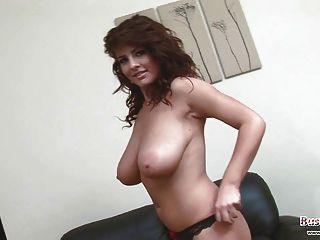 hübsche Babe roxy spielt mit sirene
