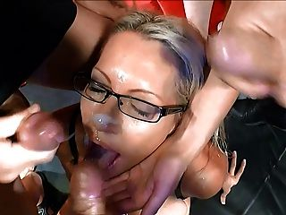 blonde Milf in Deutsch bukkake