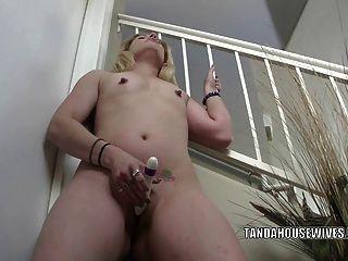 geil Milf lisa ihren süßen Arsch mit einem Dildo ist hämmern