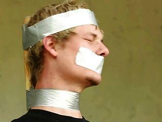 bdsm gekettet Junge ist, dominiert nett Twinks geschlagen