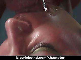 sexy Brünette gibt ihr Mann eine erstaunliche Blowjob