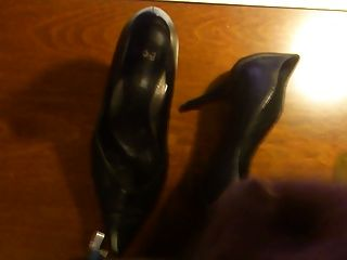 shoejob große Last cum auf High Heels
