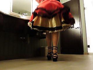 Sissy ray in den öffentlichen Waschraum