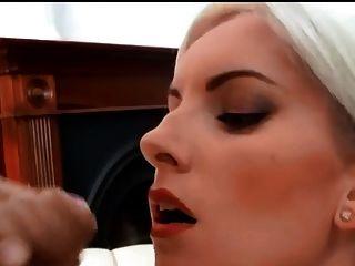 schöne blonde große Gesichts