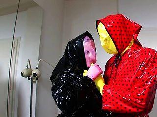 zwei geile Maske aus Plastik Liebhaber Teil 1 von 5